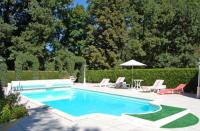 gite Vellèches Lencloitre Villa Sleeps 12 Pool WiFi