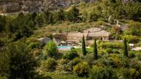 gite Arles Les Baux de Provence Villa Sleeps 10 Pool WiFi