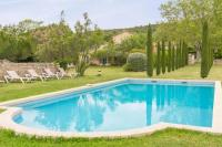 gite Grans Taillades Villa Sleeps 14 with Pool Air Con and WiFi