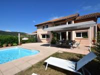 gite Matour Idyllic villa in Leynes with swimming pool