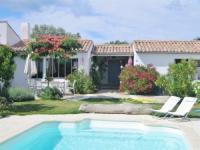 Villa L'Aiguillon sur Mer House Loix en re les guichots avec piscine