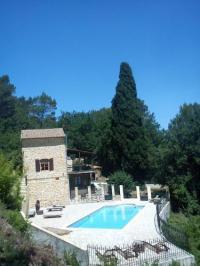 gite Flassans sur Issole Treinhuis met privé zwembad
