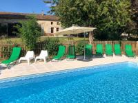 Gîte Deux Sèvres Gîte Lorigne Villa Sleeps 10 with Pool and WiFi