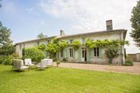 Villa Saint Martin du Bois Lussac-les-Chateaux Villa Sleeps 12 Pool WiFi