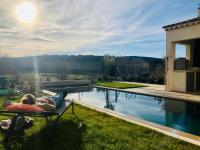 gite Nyons Deluxe villa with beautiful mountain view