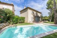 gite Istres Exclusive Four Bedrooms Villa (8 People)