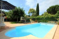 gite Fontvieille Madrague de la Ville Villa Sleeps 8 Pool