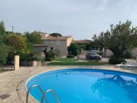 gite Martigues Villa au bord de mer climatisée, terrain de pétanque et piscine privés
