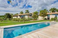 gite Châteaurenard Maussane-les-Alpilles Villa Sleeps 8 Pool Air Con