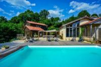 Villa Maillezais Beautiful 8 bedroom villa in the heart of a stunning forest