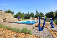 gite Maussane les Alpilles Montfrin Villa Sleeps 6 Pool WiFi