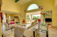 gite Bagnols en Forêt Mougins Villa Sleeps 8 Pool Air Con WiFi