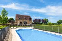 Gîte Nièvre Gîte Moulins-Engilbert Villa Sleeps 10 Pool