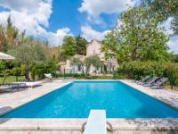 gite Beaucaire Old manor farmhouse near Paradou with enclosed swimming pool, terrace and luscious garden