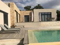 gite Porto Vecchio Belle villa moderne avec piscine à débordement avec vue montagne