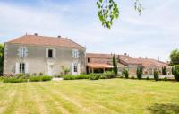 gite Vouvant Pouille-les-Coteaux Villa Sleeps 13 Pool
