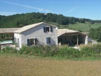Gîte Tarn et Garonne Gîte Cosy holiday home with shared heated pool and stunning views.