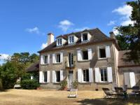 Gîte Bourgogne Gîte Authentic French atmosphere in this beautiful mansion with large private swimming pool
