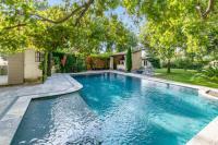 gite Aureille Rustical villa with swimming pool, jacuzzi and gardeneasyBNB