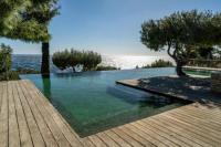gite Cassis Propriété en bord de mer avec piscine exceptionnelle