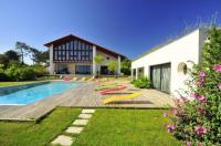Gîte Pyrénées Atlantiques Gîte Saint-Jean-de-Luz Villa Sleeps 12 Pool Air Con WiFi