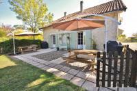 gite Bergerac Saint-Julien-d'Eymet Villa Sleeps 5 Pool WiFi