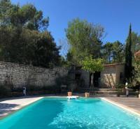 gite Tarascon Superbe villa avec piscine à l'orée de la pinède