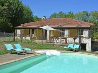 Gîte Pyrénées Orientales Gîte Spacious Villa in Saint-Marsal with Swimming Pool