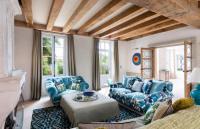 Villa L'Aiguillon sur Mer Saint-Martin-de-Re Villa Sleeps 12
