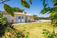 gite Castillon la Bataille Saint-Meard-de-Gurcon Villa Sleeps 2 Pool WiFi