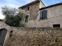gite Cornillon Confoux Maison de village en pierres apparentes