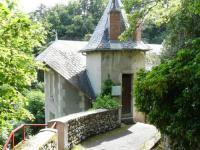Gîte Auvergne Gîte Cozy Villa in Saint-Nectaire near Forest