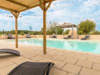 Quaint Holiday Home in Saint-Nexans with Jacuzzi and Pool-Pierre-Blanche