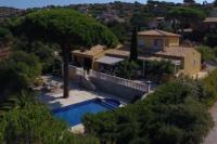 gite Bagnols en Forêt Villa avec piscine sur le golf