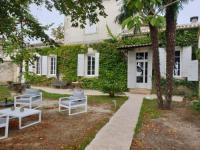 Gîte Gironde Gîte DEMEURE DE CHARME 5 étoiles avec piscine et climatisation, proche de Bordeaux
