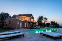 gite Ghisonaccia Luxueuse villa 6 chambres avec piscine chauffée , vue mer , plage 3 mn