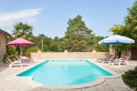Gîte Aquitaine Gîte Valeuil Villa Sleeps 10 Pool