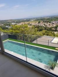 gite Châteaurenard Villa contemporaine vue panoramique piscine chauffée