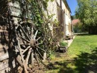 Gîte Bourgogne Gîte Villa with 4 bedrooms in Venizy with private pool enclosed garden and WiFi