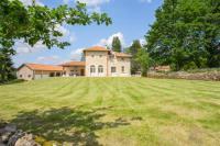 Gîte Aquitaine Gîte Vieux-Mareuil Villa Sleeps 8 Pool WiFi
