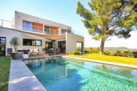 Gîte Languedoc Roussillon Gîte Villeneuve-les-Avignon Villa Sleeps 8 Pool Air Con