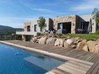 Gîte Corse Gîte Splendide villa d'architecte vue sur la baie de Pinarellu