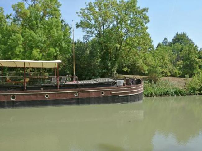 Charming Boat in Villedubert with Terrace-Canal-Du-Midi