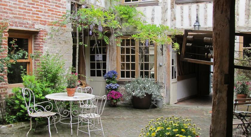 Chambres d'Hôtes A L'ecole Buissonniere-Chambres-d-Hotes-A-L-ecole-Buissonniere
