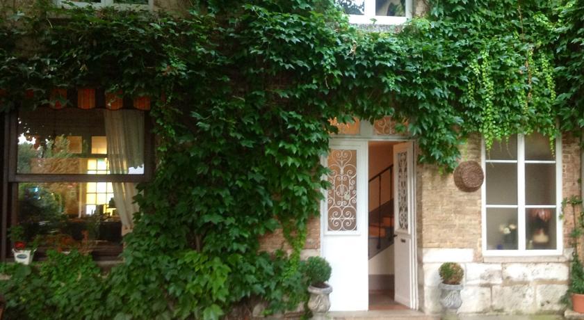 Chambres D'Hôtes La Villa Aliénor-Chambres-D-Hotes-La-Villa-Alienor