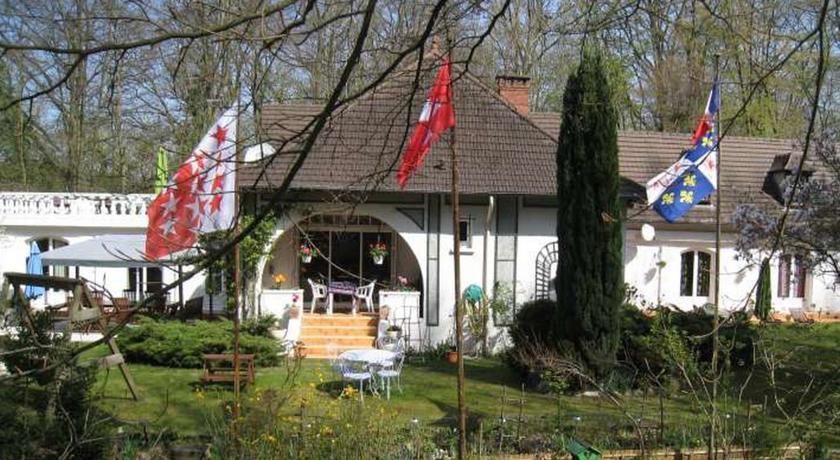 Les Roches Brunes - Chambres d'hôtes-Les-Roches-Brunes-Chambres-d-hotes
