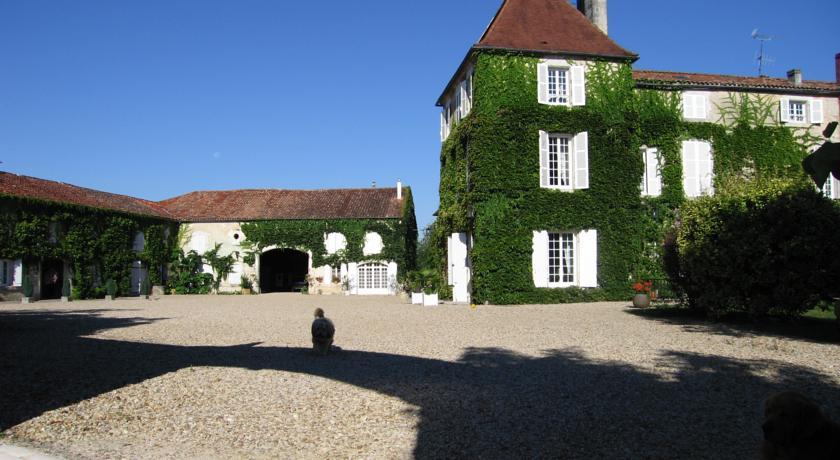 Logis de Guitres - Chambres d'Hotes-Logis-de-Guitres-Chambres-d-Hotes