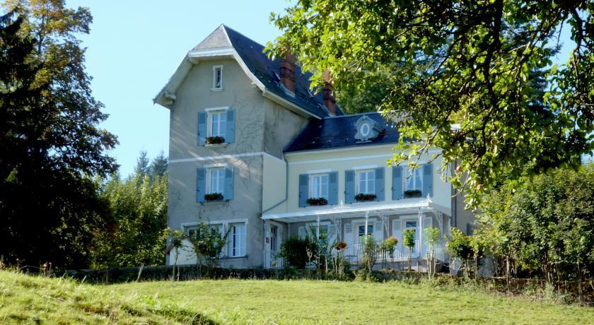 Montchateau Chambres D' Hôtes-Montchateau-Chambres-D-Hotes