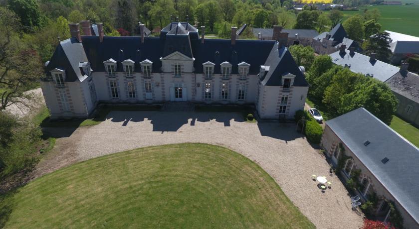 Chateau La Touanne Avec Piscine Chauffée - With Heated Swimming Pool-Chateau-La-Touanne-Avec-Piscine-Chauffee-With-Heated-Swimming-Pool