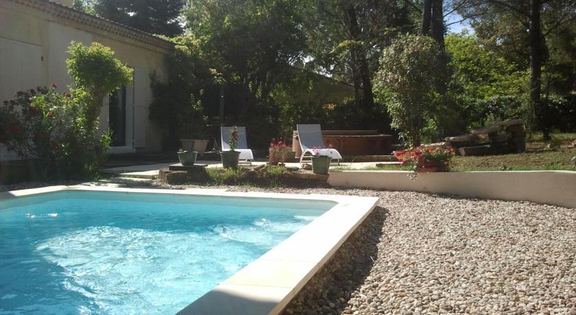 Villa Thermae . Pont du Gard-Villa-Thermae--Pont-du-Gard